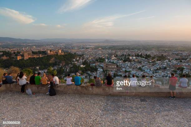 many people watching the sunset in granada (alhambra) - andalusia/ spain - granada provincia de granada fotografías e imágenes de stock