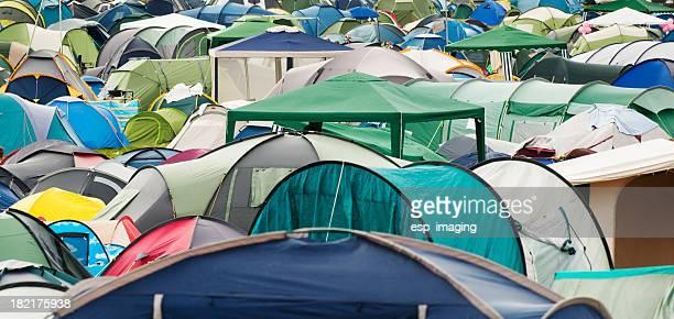 many tents at music festival campsite - grote groep dingen stockfoto's en -beelden