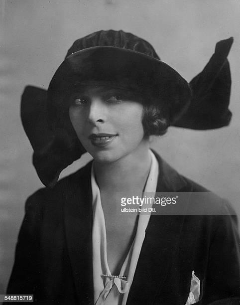 Manya Tzacheva *ca 1893 ca 1966 Actress Bulgaria Portrait with hat photographer Suse Byk