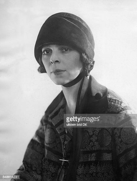 Manya Tzacheva *ca 1893 ca 1966 Actress Bulgaria Portrait with velvet cap photographer Suse Byk