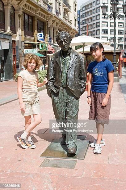 Manzie Tio and Bechet Dumaine Allen pose with Woody Allen sculpture on August 24 2010 in Oviedo Spain