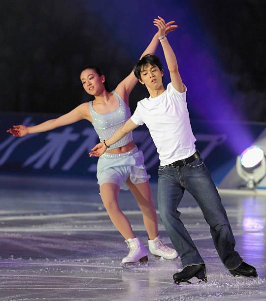 https://media.gettyimages.com/photos/mao-asada-and-yuzuru-hanyu-perform-during-the-stars-on-ice-at-yoyogi-picture-id484349731?k=6&m=484349731&s=612x612&w=0&h=s-1cxxgdfRWXr-Y_RRPG4JsQWtAJ7VINaFdhSpW3JTA=