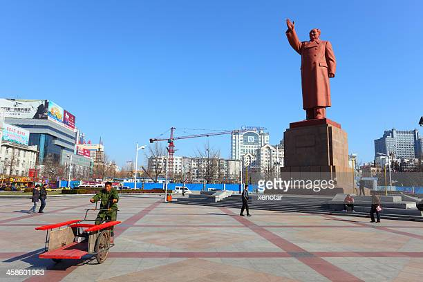 mao tse tung's statue at the square of dandong city - dandong stock pictures, royalty-free photos & images