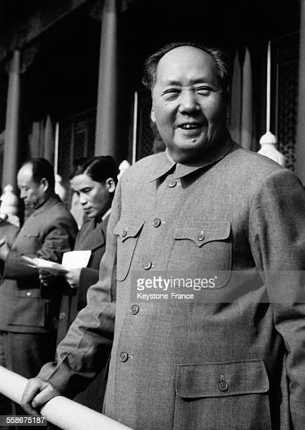 Mao Zedong et les leaders de la Chine Populaire assistent a un grand meeting de protestation contre la politique americaine a Pekin Chine le 16...