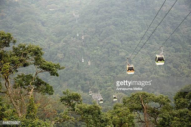maokong gondola over the hills, taipei, taiwan - taipei stockfoto's en -beelden