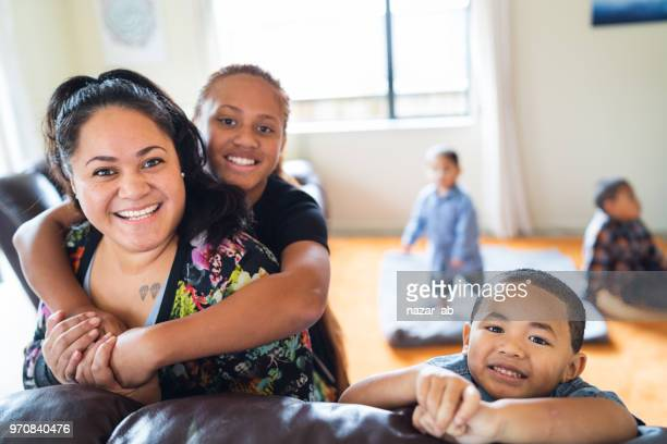 maori mother with kids at home. - new zealand stock pictures, royalty-free photos & images
