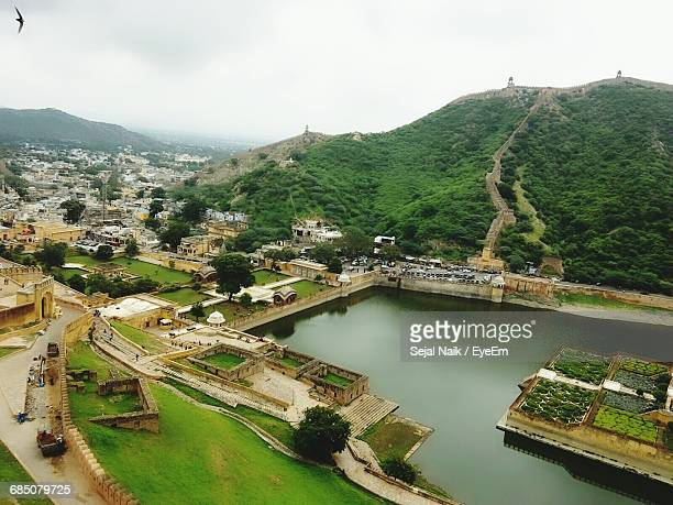maota lake by city seen from amber fort - amber fort stock pictures, royalty-free photos & images