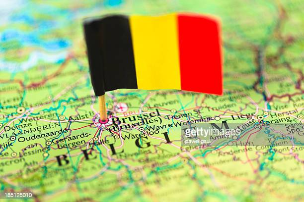 map and flag of belgium - belgië stockfoto's en -beelden