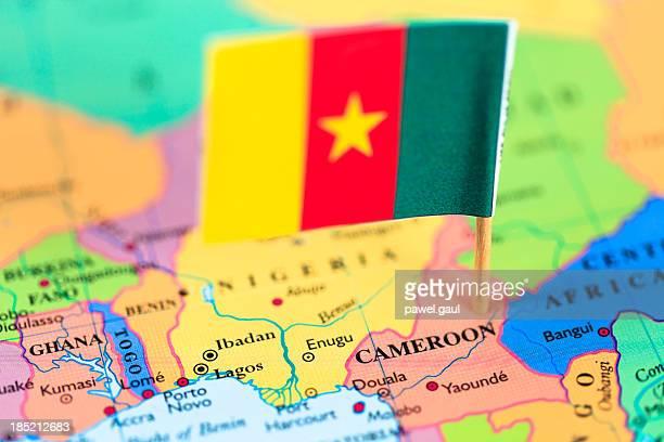Karte und Flagge von Kamerun