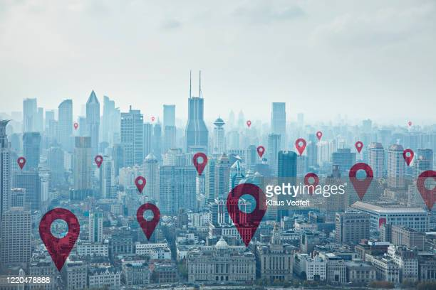 map pin icons on cityscape of shanghai - famous place - fotografias e filmes do acervo