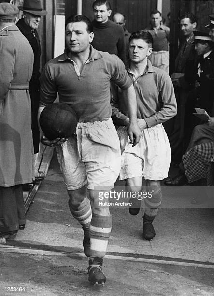 Bob Paisley of Liverpool FC. Leads out the team. Mandatory Credit: Allsport Hulton/Archive