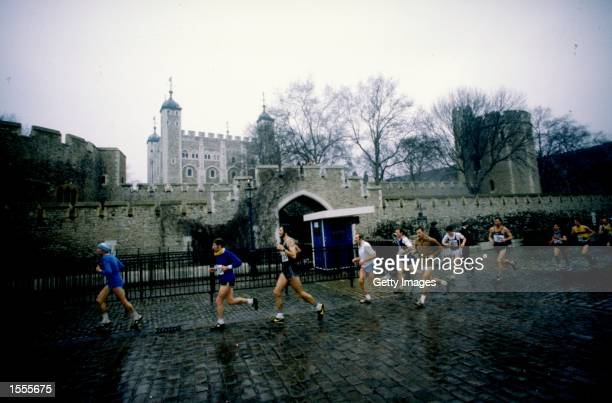 General view of competitors as they pass the Tower of London during the First London Marathon Mandatory Credit Allsport UK /Allsport