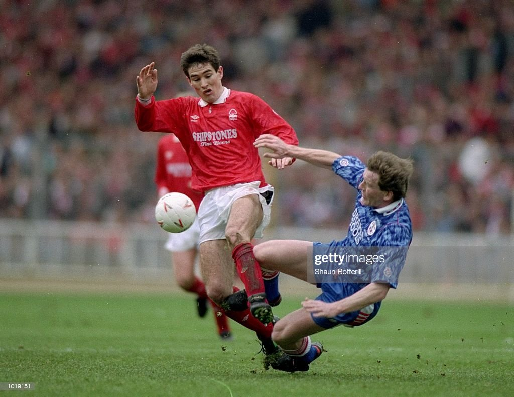 Nigel Clough of Nottingham Forest and Kevin Moore of Southampton : News Photo
