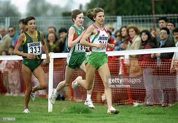 Albertina Diaz of Portugal leads Elana Meyer of South Africa and Catherina McKiernan of Ireland during the World Cross Country Championships in...