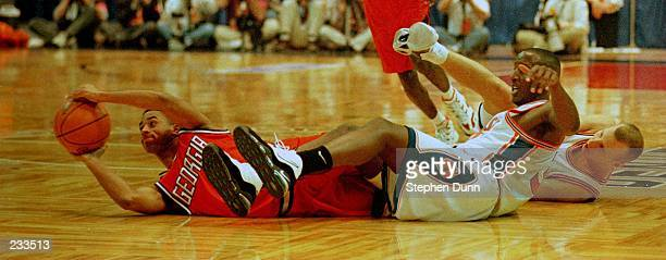 Orlando Smith of the Georgia Bulldogs comes up with the loose ball as he scrambles with Jason Cipolla of the Syracuse Orangemen during the Bulldogs...