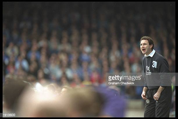 Martin O''Neill the Leicester City manager shouts to his players from the sideline during the FA Premiership match against Middlesbrough at Filbert...