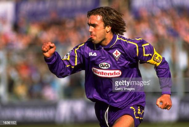 Gabriel Batistuto of Fiorentina in action during an Italian Serie A match against Napoli at Artemio Franchi Stadium in Florence Italy Fiorentina won...