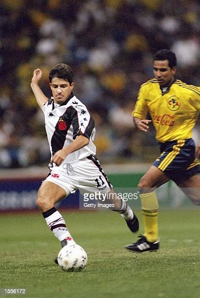 Ramon of Vasco da Gama on the ball during the Libertadores Cup match against America at the Estadio Azteca in Mexico Mandatory Credit AllsportUK...