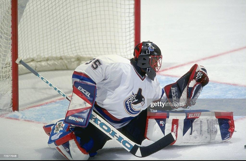 mar-1999-goallie-kevin-weekes-of-the-van