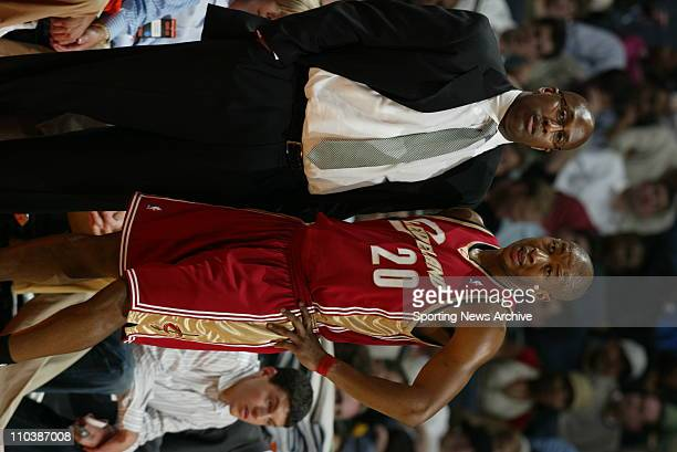 Mar 20 2007 Charlotte NC USA Cleveland Cavaliers head coach MIKE BROWN ERIC SNOW against Charlotte Bobcats on March 20 at the Charlotte Bobcats Arena...