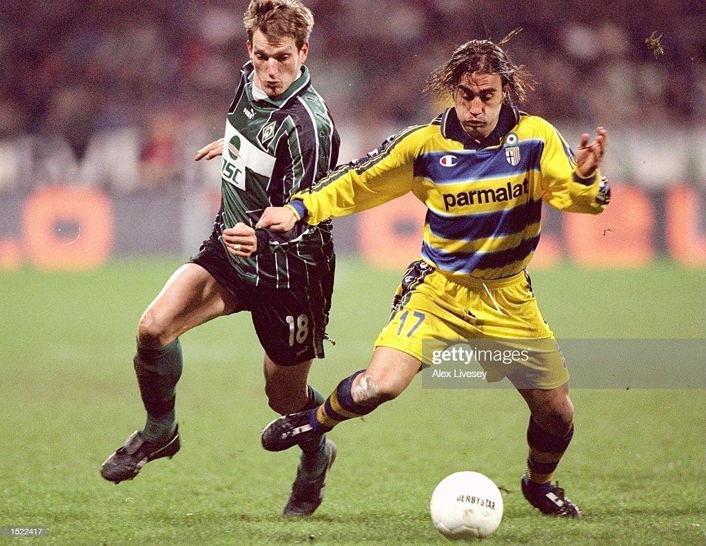 Andreas Herzog of Werder Bremen chases Fabio Cannavaro of Parma : News Photo