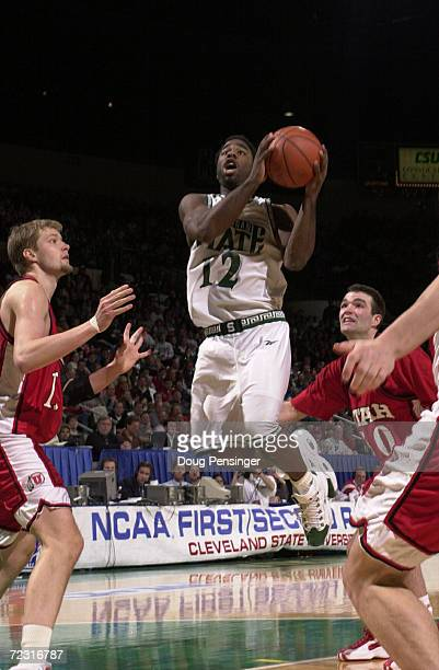 Mateen Cleaves of Michigan State University goes to the basket between Hanno Mottola and Alex Jensen of the University of Utah as the Spartans...