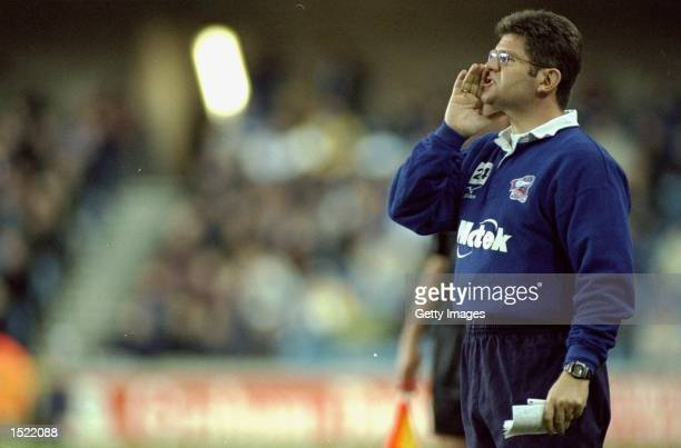 Scunthorpe United manager Brian Laws shouts his instructions during the Nationwide League Division Two match against Millwall at the New Den in...
