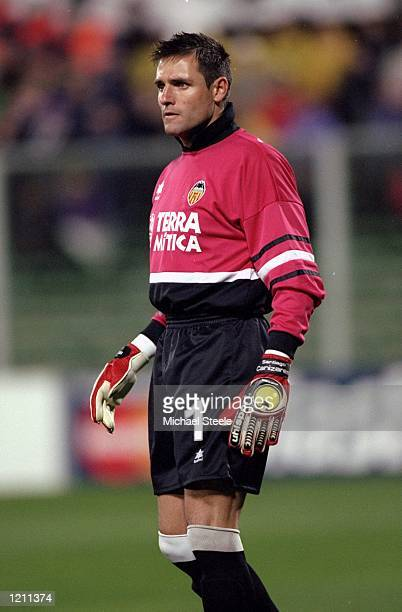 Valencia keeper Santiago Canizares during the UEFA Champions League group B match against Fiorentina at the Artemio Franchi Stadium in Florence Italy...