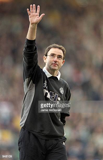 Celtic manager Martin O''Neill acknowledges the crowd during the Scottish CIS Insurance Cup Final against Kilmarnock played at Hampden Park, in...