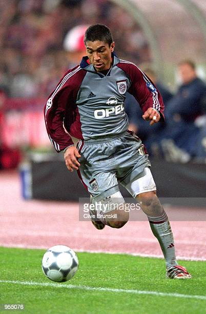 Giovane Elber of Bayern Munich on the ball during the UEFA Champions League Group C match against Arsenal at the Olympiastadion in Munich Bayern won...