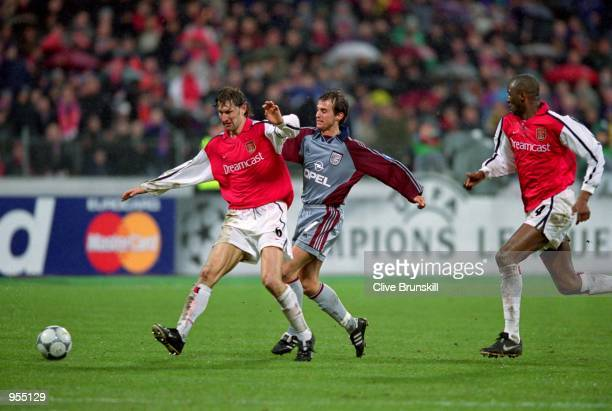 Tony Adams of Arsenal holds off Mehmet Scholl of Bayern Munich during the UEFA Champions League Group C match at the Olympiastadion in Munich Bayern...