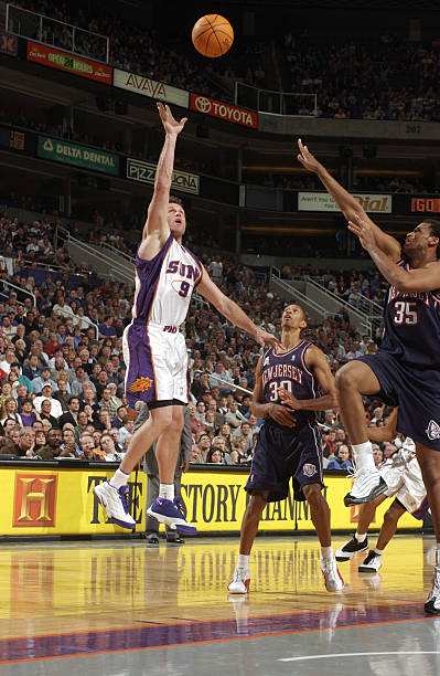 36bd9a4d8738 Dan Majerle of the Phoenix Suns hits a running one-hander to end the ...
