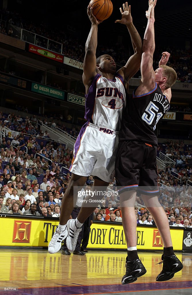 Alton Ford shoots over Michael Doleac : News Photo