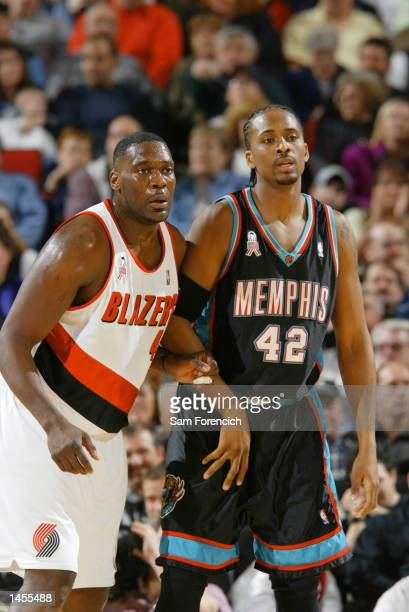 Shawn Kemp of the Portland Trail Blazers guards against Lorenzen Wright of the Memphis Grizzlies in the first quarter of a game against the Memphis...