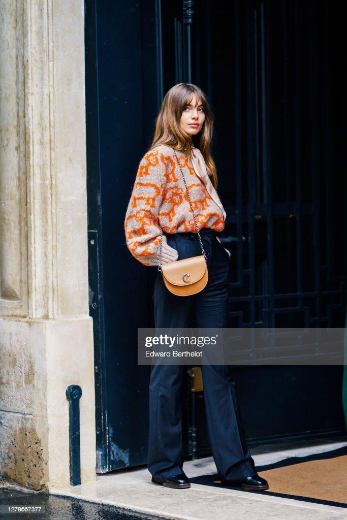 Street Style At Paris Fashion Week - Womenswear Spring Summer 2021 : Day Eight : ニュース写真