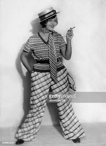 Mara Lya Actress Germany *010818971960 nee Lissenka Gudowitsch as 'Frizzi Zirsky' in the movie 'Das tanzende Wien ' directed by Frederic Zelnik 1928...