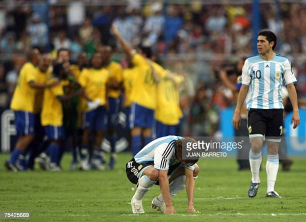 Argentina's footballers Juan Roman Riquelme and defender Gabriel Heinze show their dejection at the end of the Copa America Venezuela2007 final match...