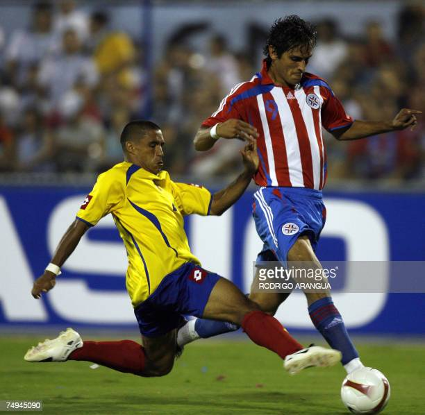 Colombian defender Ivan Cordoba can not stop Paraguayan forward Roque Santa Cruz who kicks the ball to score the second goal during the group C...