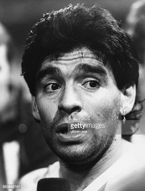 Maradona Diego Armando *Fussballspieler Trainer ArgentinienWeltmeister 1986 Portrait beim italienischen Erstligisten SSC Neapel Februar 1991