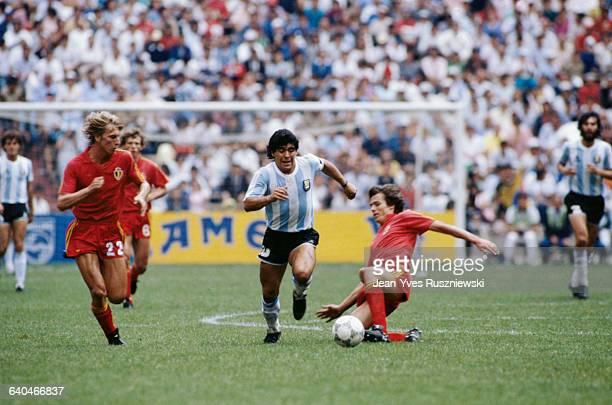 Maradona vs. Sirakov