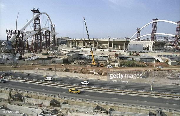 Marathon Of Work Before The Beginning Of Athens Olympic Games Cinq mois avant le début des Jeux olympiques d'été d'Athènes 2004 les travaux des sites...