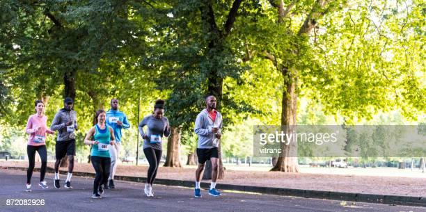maratón - london marathon fotografías e imágenes de stock