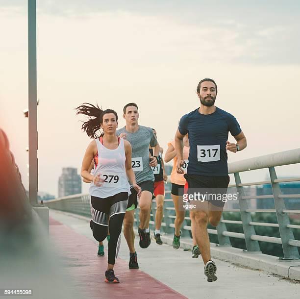 marathoniens. - marathon photos et images de collection