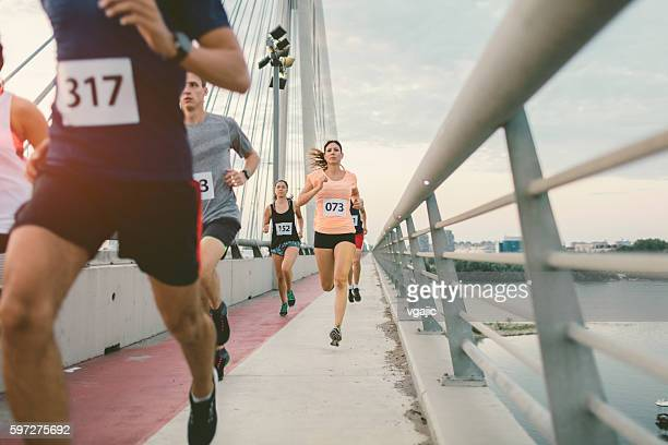 marathon runners. - match sport photos et images de collection