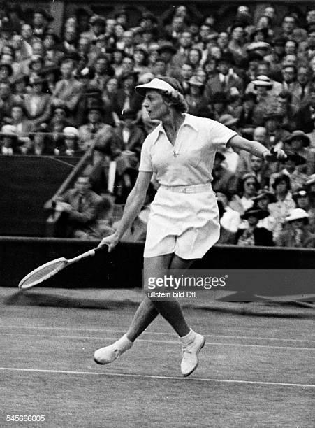 Marble Alice *Tennisspielerin USA Ganzkoerperaufnahme waehrend eines Spiels in Wimbledon 1937