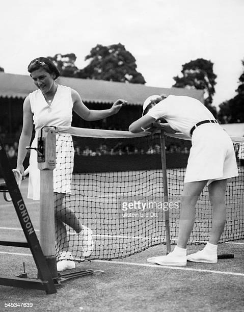 Marble Alice *Tennisspielerin USA mit Jean Nicole waehrend einer Pause bei einem Tennismatch 1939