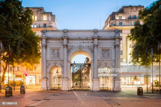 marble arch, hyde park, london, england - hyde park london stock photos and pictures