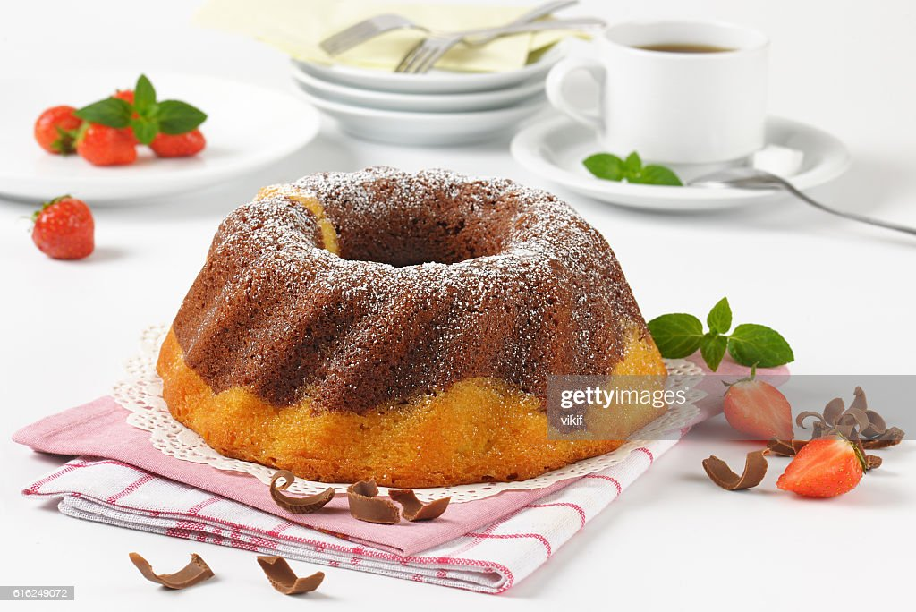 marble bundt cake and coffee : Foto de stock