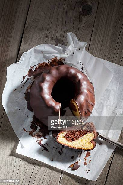 marble cake, piece of chocolate cake and knife on greaseproof paper - chocolate cake above stock pictures, royalty-free photos & images