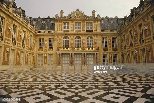 marble court at versailles - chateau de versailles stock pictures, royalty-free photos & images